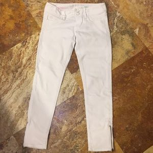 White skinny ankle zip jeans